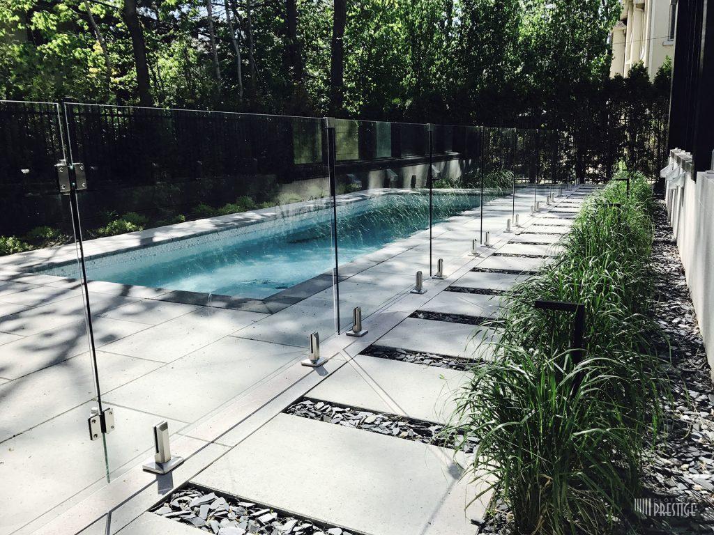 Преимущества стеклянных ограждений в интерьере